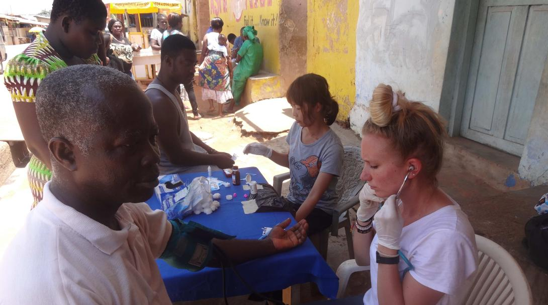 Projects Abroad High School Medicine volunteers work in a medical outreach during their medical internship for teenagers in Ghana.